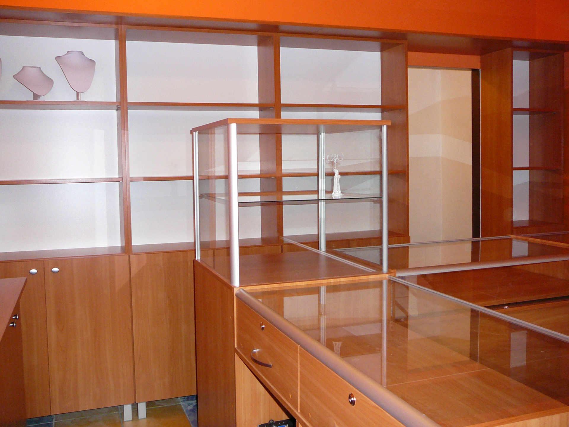 meble biur i sklepów wszelkich branż, aptek, salonów, hurtowni, itp.